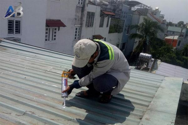 Chuyên chống dột mái tôn tại quận tân phú